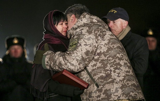 ВДонбассе за2016 год погибли неменее 200 украинский солдат— Порошенко