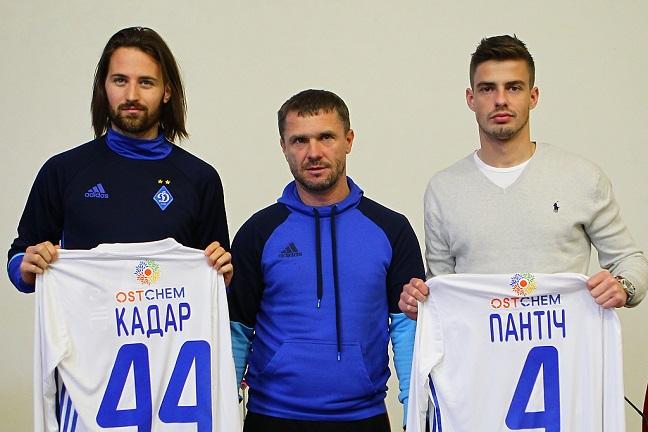 Динамо вручило новичкам футболки сбирками. Игроки вернули ихвмагазин