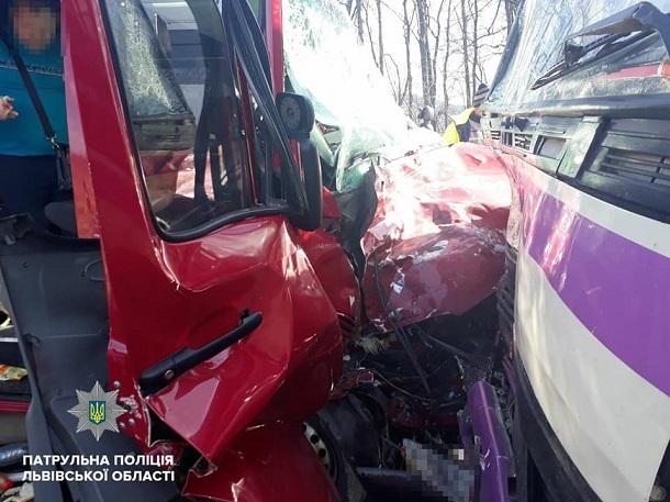 На трассе Киев-Чоп автобусы попали в масштабное ДТП