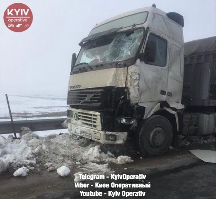 Натрассе Киев-Одесса случилось смертельное ДТП сучастием микроавтобуса ифуры
