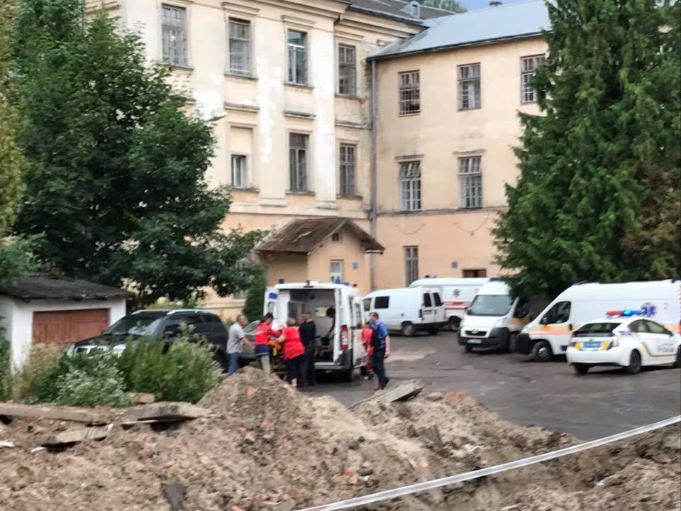 Пацієнт львівської психлікарні захопив узаручники інших пацієнтів