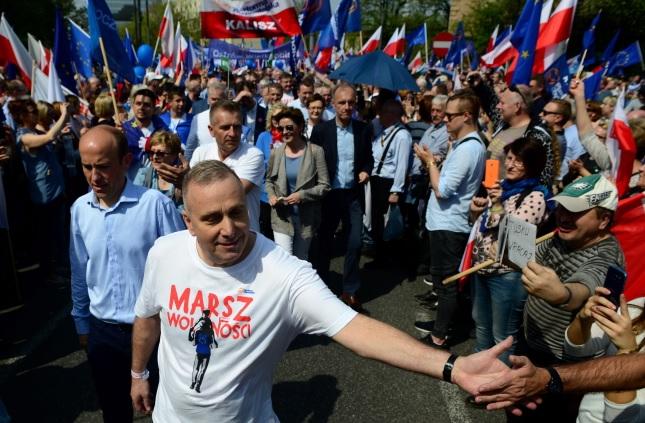 ВВаршаве несколько тыс. протестующих вышли наоппозиционный «Марш свободы»