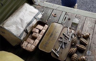 На Дніпровщині поліція затримала вантажівку з великим арсеналом зброї