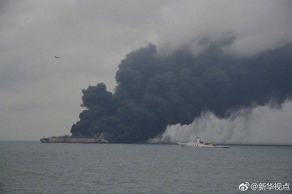 После столкновения 2-х кораблей уберегов Китая пропали 32 моряка