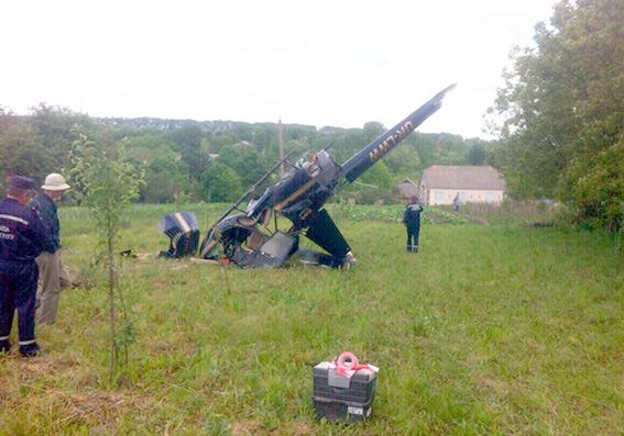 ВХмельницкой области разбился вертолет, пилот вкрайне тяжелом состоянии