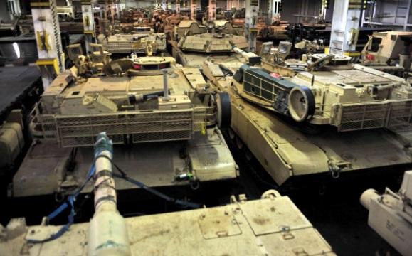 Впорту Бремерхафена началась выгрузка танков армии США