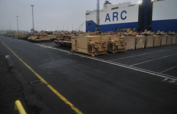 Видео выгрузки американских танков в германском  порту