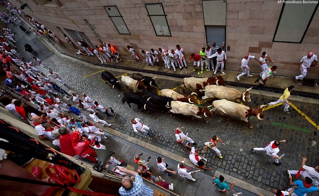 Published brilliant photos and videos of the famous bull festival in Spain 747e1bcc359b42fe57d4311d50dcc618