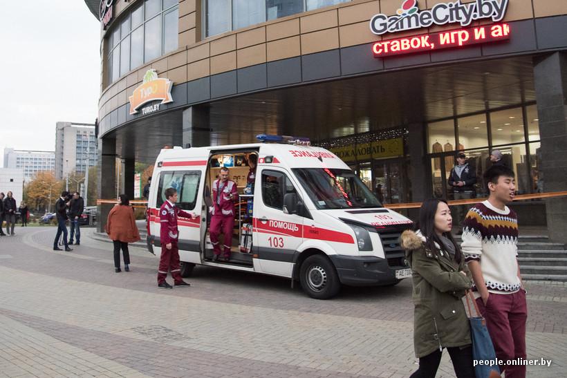 ВМинске мужчины сбензопилой и тесаком напали на клиентов вТЦ