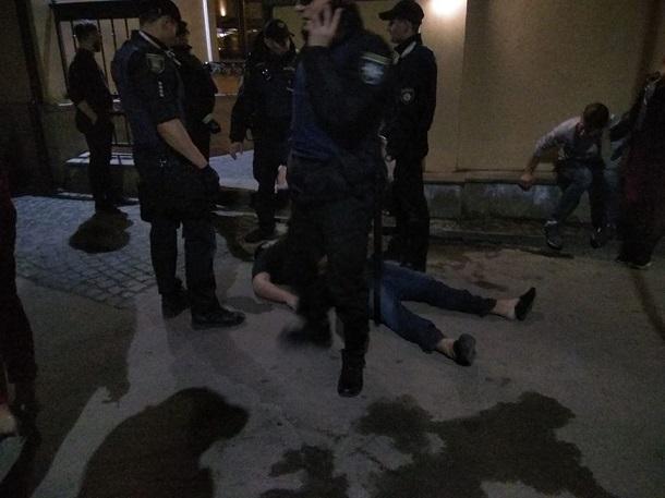 ВоЛьвове мужчина скончался после избиения охранниками ресторана