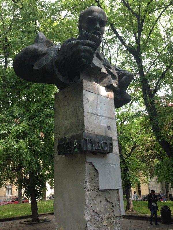 По факту действий полиции во время попытки сноса памятника Тудору во Львове начата служебная проверка - Цензор.НЕТ 142