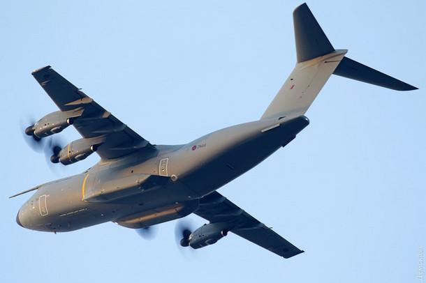 В Одессе приземлился самолет с военными НАТО: в сеть попало фото 5