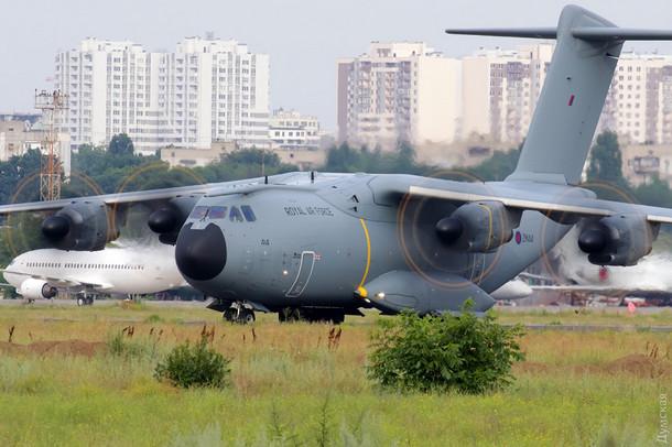 В Одессе приземлился самолет с военными НАТО: в сеть попало фото 2