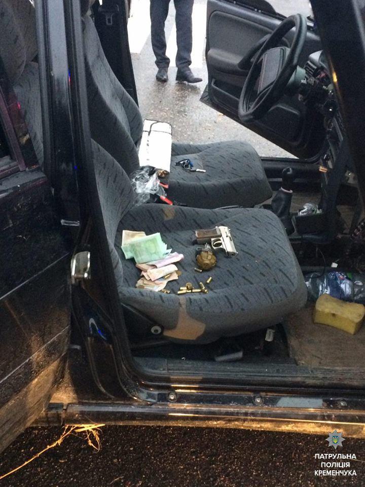В Кременчуге полиция задержала вооруженных преступников, которые промышляли  разбоем и грабежами. Об этом сообщается на станице Патрульной полиции  Украины в ... faeff181127