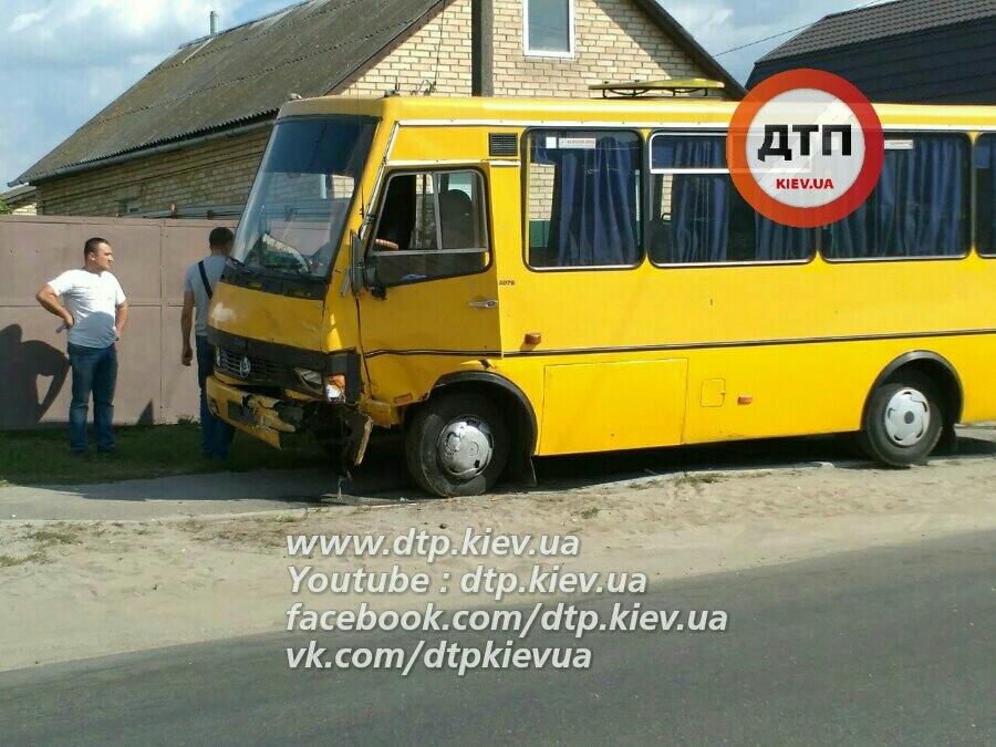 В ужасной трагедии смаршруткой под Киевом погибли трое людей