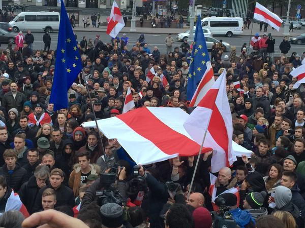 Оппозиция проводит вМинске Шествие государственного флага