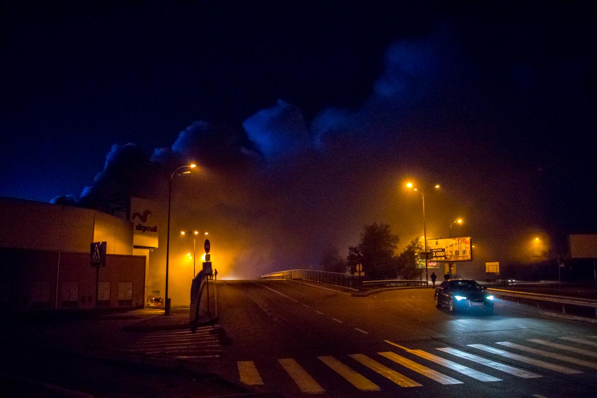 УКиєві вночі горів гіпермаркет «Ашан»: з'явились фото та відео