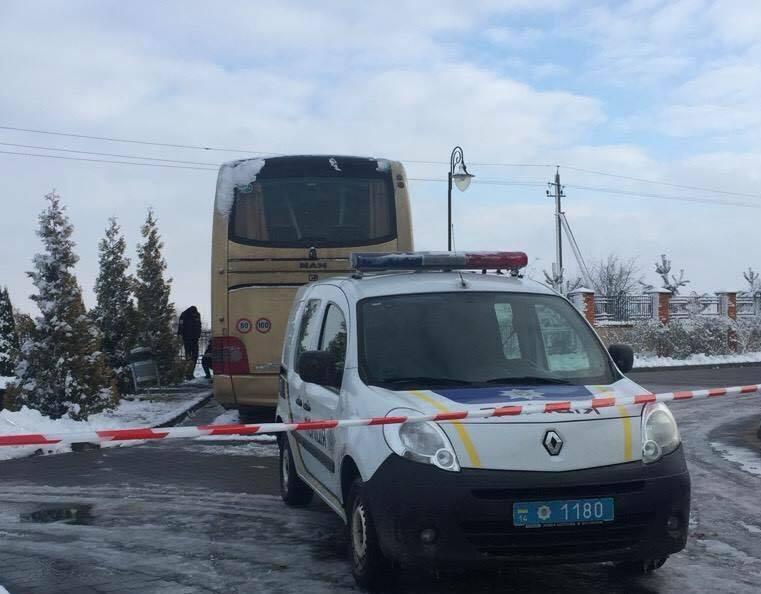 Неизвестные повредили взрывчаткой польский туристический автобус