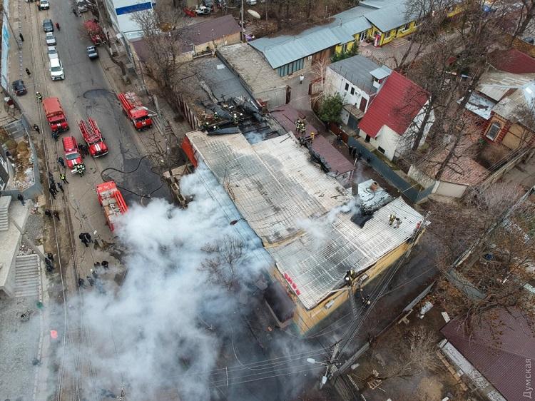 Наодесском Фонтане пылает 300 кв. метров: пожар растет из-за ветра