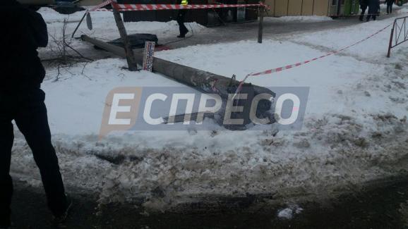 Киевлянина насмерть прибила электроопора