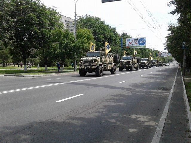 Каратели «Азова» ликуют в Мариуполе