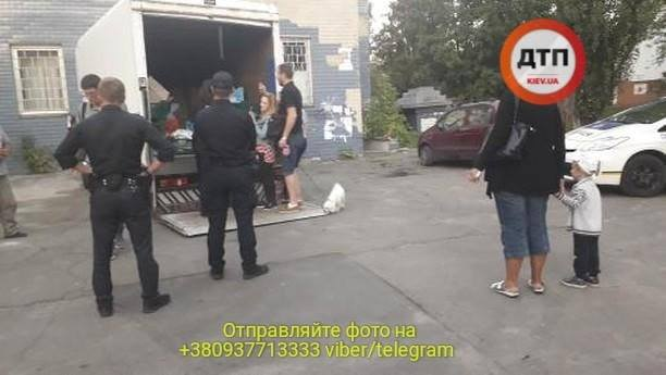 B Киеве остановили пьяного водителя рефрижератора который развозил протухшее мясо в детсады - фото 8