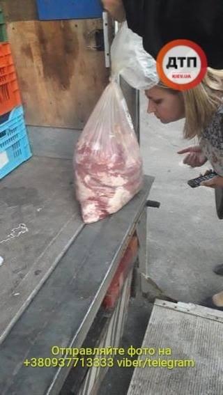 B Киеве остановили пьяного водителя рефрижератора который развозил протухшее мясо в детсады - фото 2