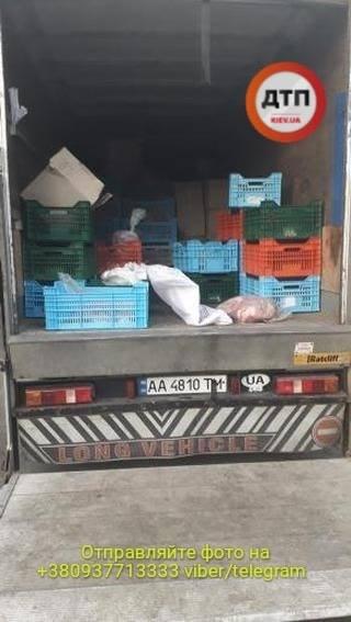 B Киеве остановили пьяного водителя рефрижератора который развозил протухшее мясо в детсады - фото 3