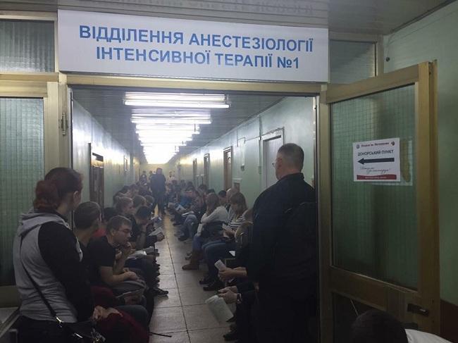 Мед. работники вДнипре поражены количеством желающих сдать кровь для раненых