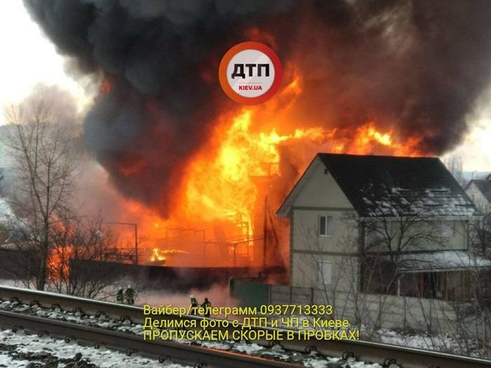 НаРусановских садах 12декабря интенсивный пожар на100% уничтожил 4-этажный дом