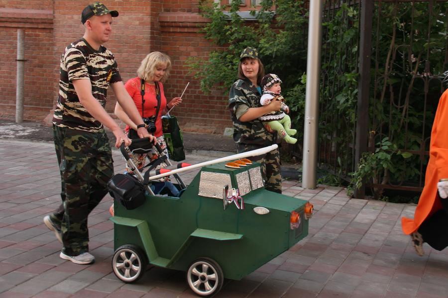 Фото дети в военной форме в колясках