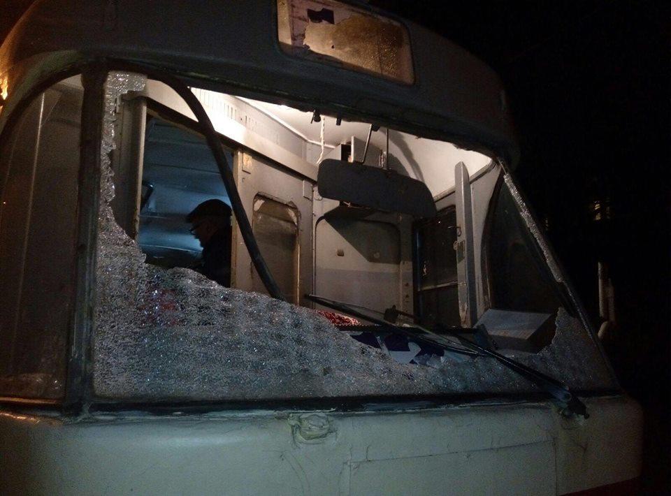 ВДнепропетровске неизвестные обстреляли трамвай: есть пострадавшие