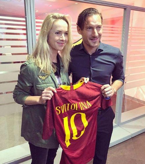 Свитолина получила вподарок футболку сномером знаменитого Тотти