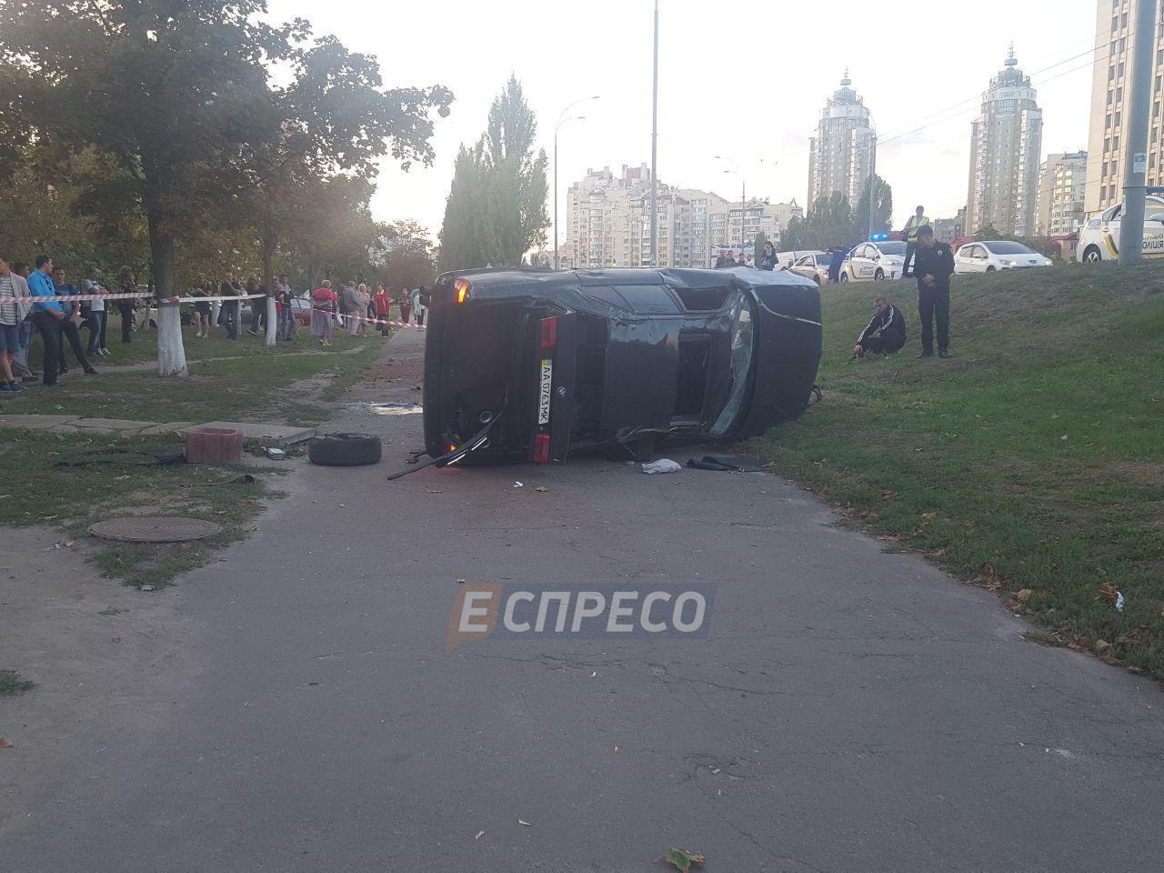 Авария вКиеве: БМВ раздавил водителя