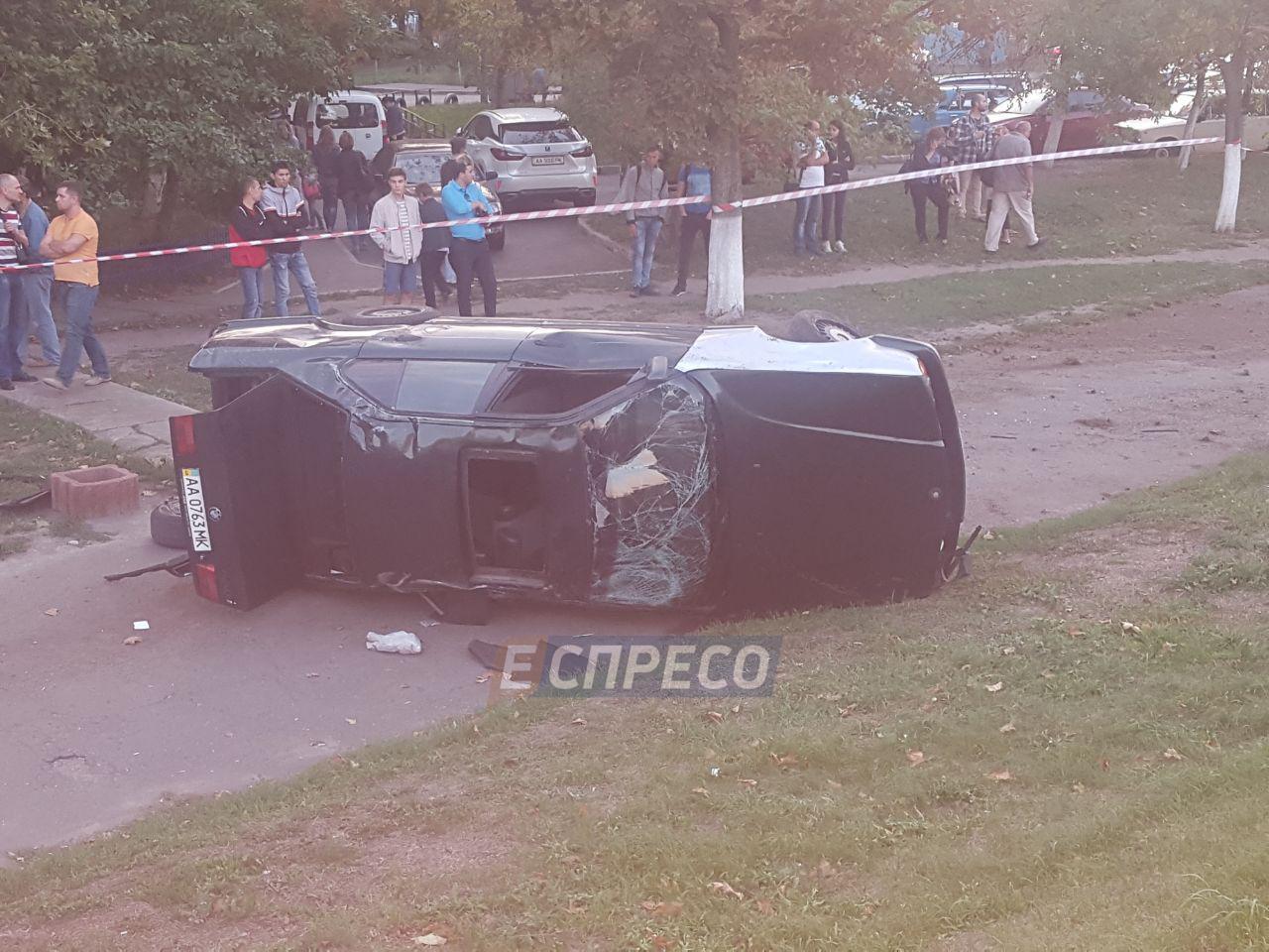 ВКиеве шофёр БМВ вылетел через люк автомобиля и умер