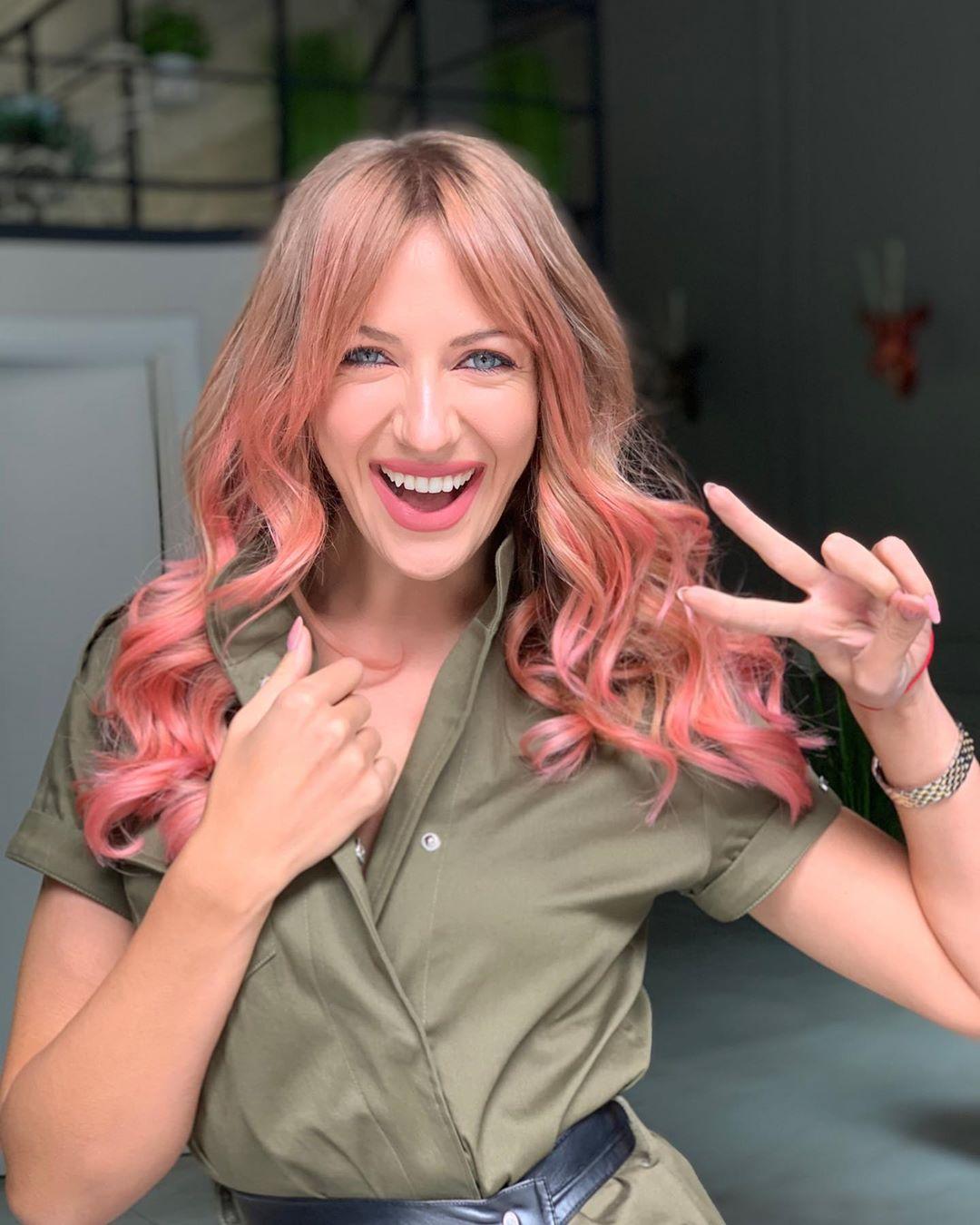 Больше не блондинка: Леся Никитюк сменила цвет волос