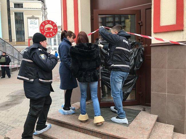 Водному зресторанів Києва знайшли тіло зарізаного чоловіка