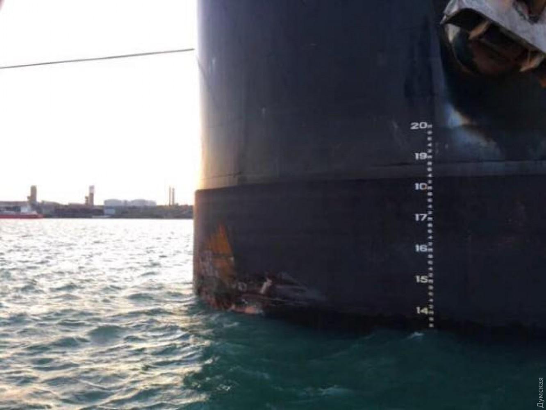 Упорту Одеси судно врізалося впричал