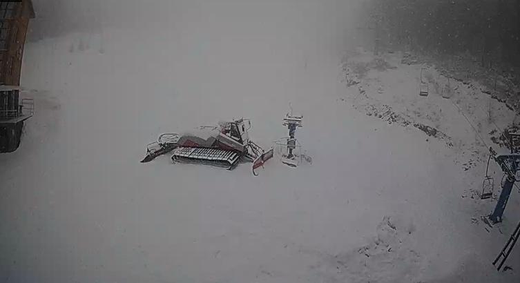 Вот такой апрель: Популярный украинский курорт засыпало снегом (ФОТО)