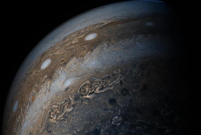 NASA опубликовало уникальные кадры бури наЮпитере