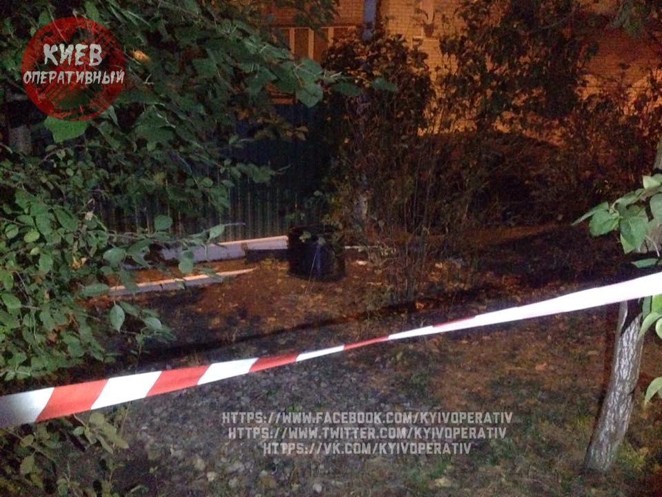 ВКиеве под домом мужчина нашел снаряд