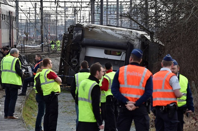 Пассажирский поезд сошел срельсов вБельгии, есть жертвы