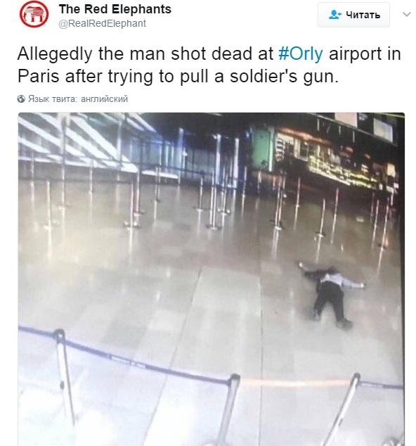 Впарижском аэропорту Орли, где мужчина напал навоенных, отменили все рейсы