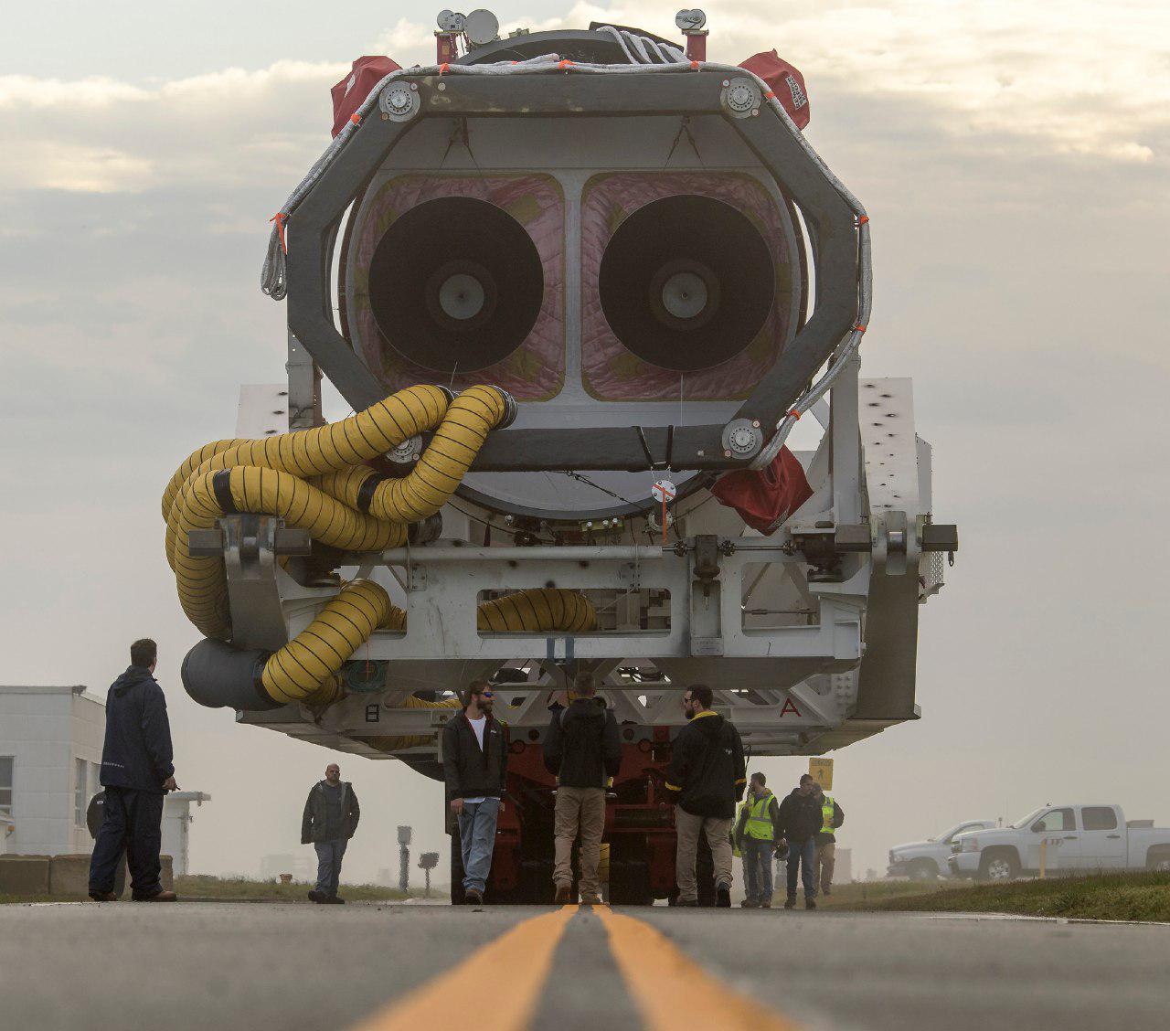 При испытании моторов корабля Crew Dragon появились неполадки