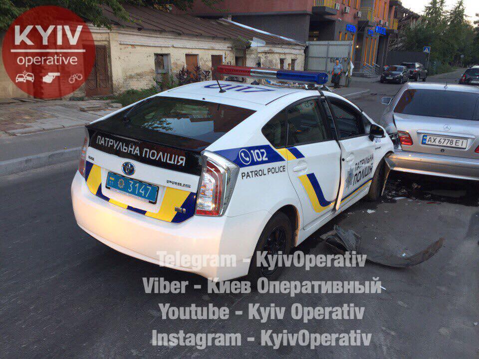 ВКиеве шофёр иномарки сбил 2-х человек