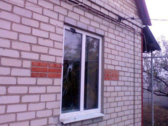 ВМарьинке вечерними обстрелами повреждены три жилых дома