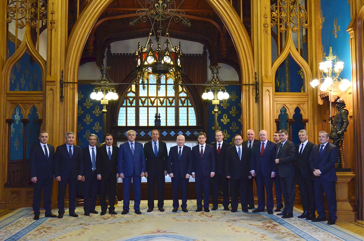 Лавров обсудил спослами стран СНГ борьбу смеждународным терроризмом