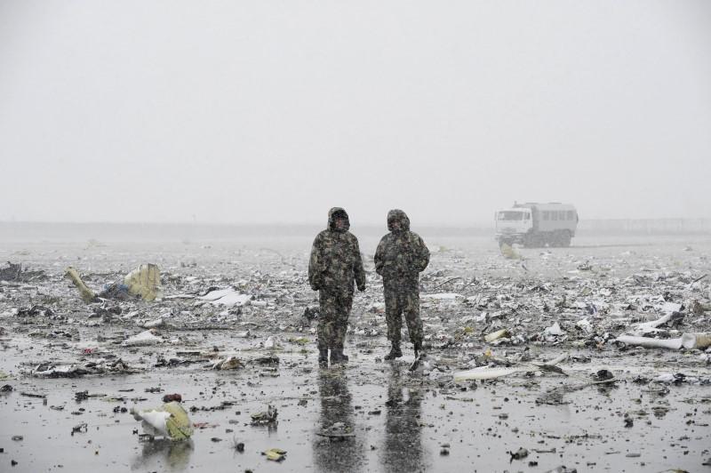З'явилися нові кадри з місця аварії Boeing в Ростові - фото 1