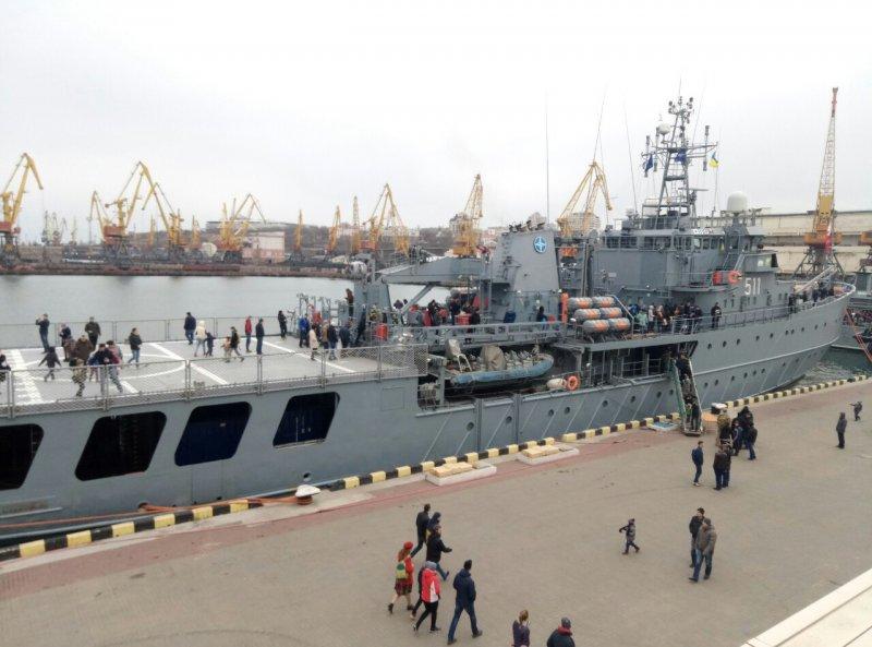 Украинские моряки вместе скораблями НАТО учились искать мины вЧерном море
