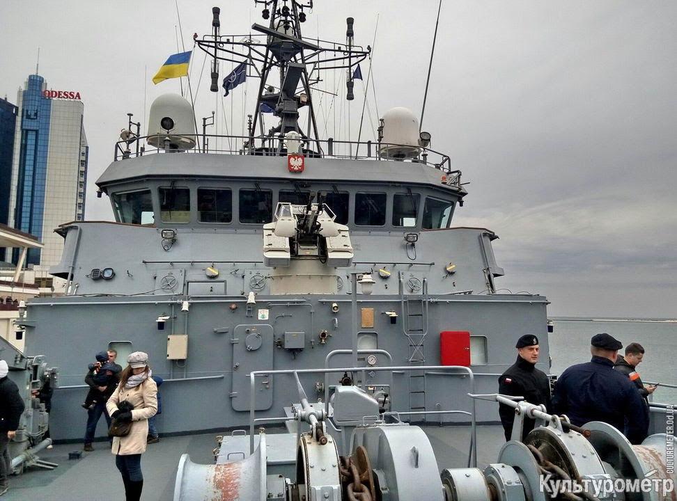 В Черном море корабли НАТО ищут